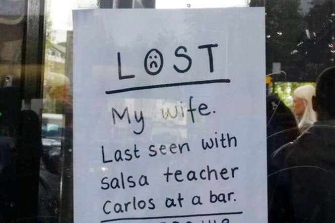 Marido cola cartaz em parada de ônibus à procura de esposa