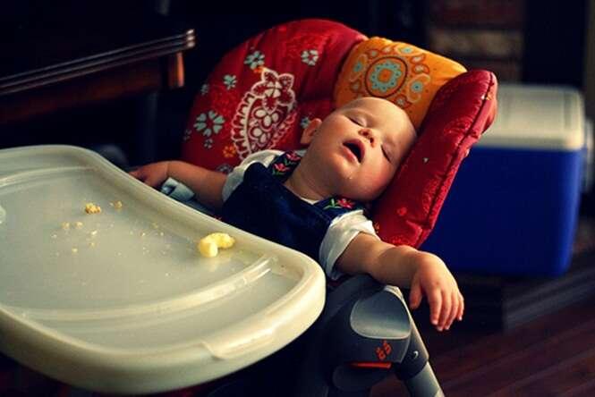 Imagens divertidas de bebês dormindo que prometem alegrar seu dia