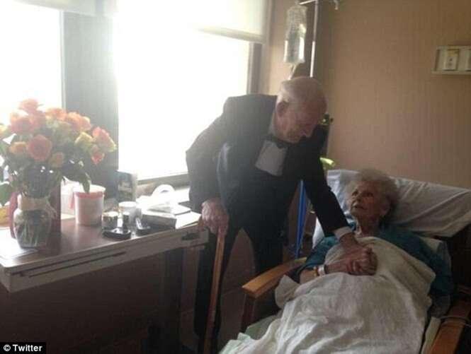 Idoso surpreende esposa ao visita-la em hospital vestido com smoking para comemorar 57 anos de casados