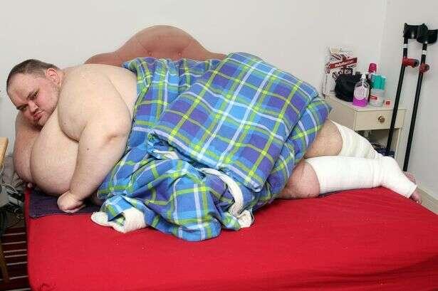 Homem mais gordo da Grã-Bretanha pede ajuda para parar de comer