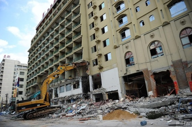 Edifício é demolido apenas 4 anos após ser construído