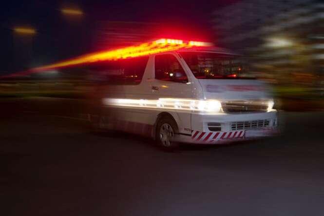 Mulher dá à luz bebê sem saber que estava grávida, o enterra após não encontrar sinais vitais e pai o resgata vivo