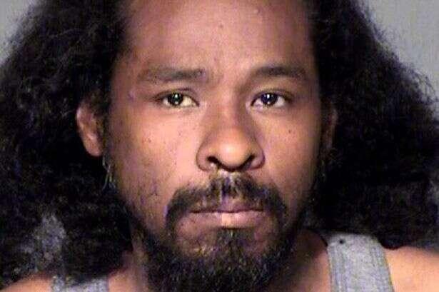 Homem é preso após apalpar seios de mulher e se defende dizendo que estava apenas golpeando abelha