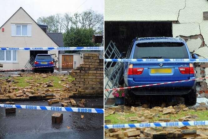 Motorista perde controle de carro, invade casa e é obrigado abandonar veículo no local