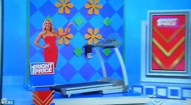 Mulher sem as duas pernas ganha esteira como prêmio em programa de TV