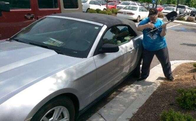 Homem é preso por arrombar carro para salvar cão preso