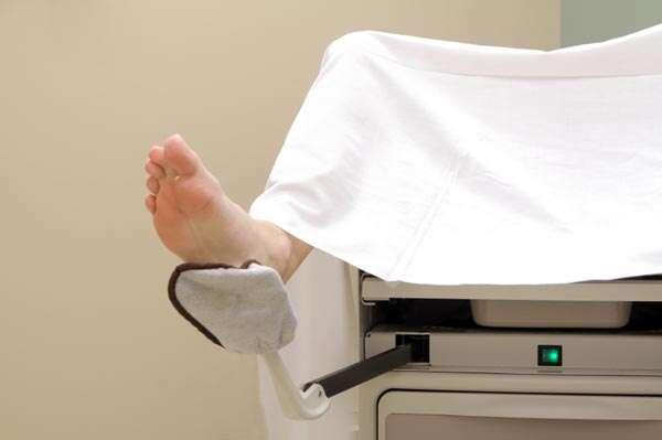 Mulher perde a virgindade durante exame ginecológico e exige indenização