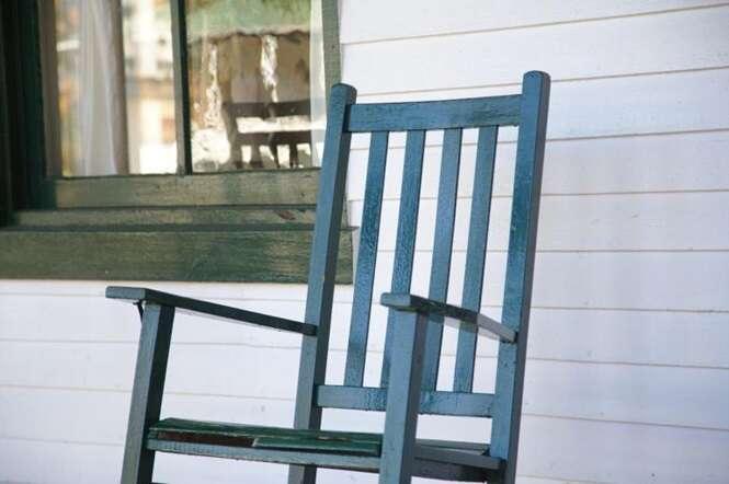 Idosa é multada por causa do barulho de sua cadeira de balanço