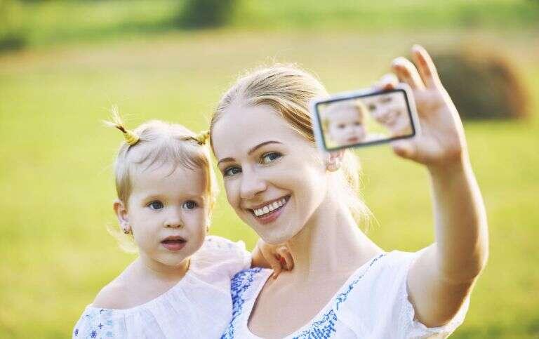 Constrangimentos que os filhos sofrem por terem seus pais no Facebook