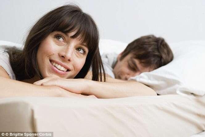 Quase metade das mulheres pensa em outro homem durante relação íntima