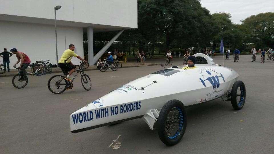 Receita Federal multa holandês que dava volta ao mundo com veículo inovador para ajudar países carentes e homem desiste de projeto