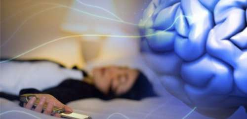 Dormir perto do celular faz mal à saúde?