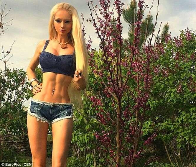 Barbie humana afirma que não gosta de ser comparada à boneca