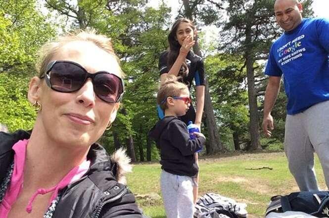 Esposa tira foto com filhos e marido momentos antes do amado falecer