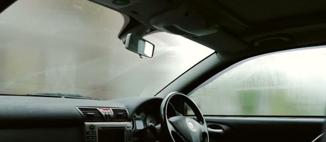 Aprende como não deixar os vidros do carro embaçarem