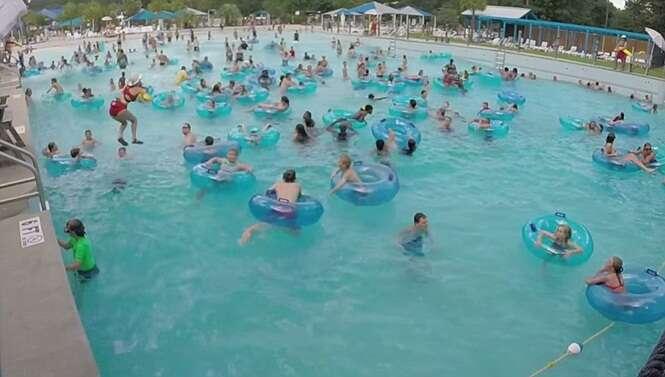 Vídeo impressionante mostra menino se afogando dentro de piscina repleta de pessoas