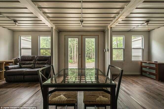 Canadense constrói casa feita de contêineres