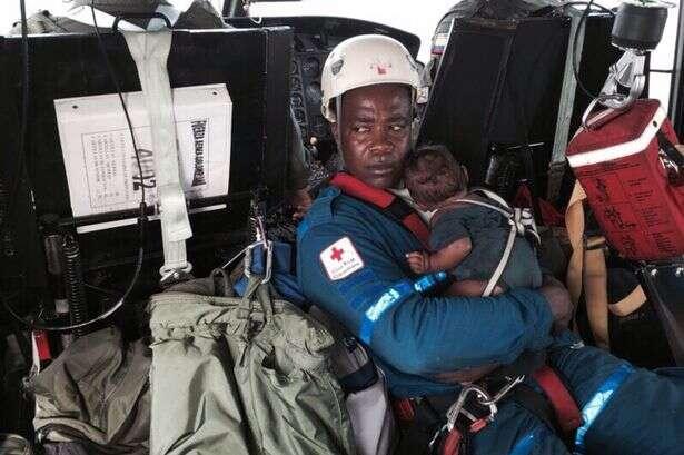 Mãe e bebê são encontrados vivos em selva colombiana cinco dias após acidente de avião