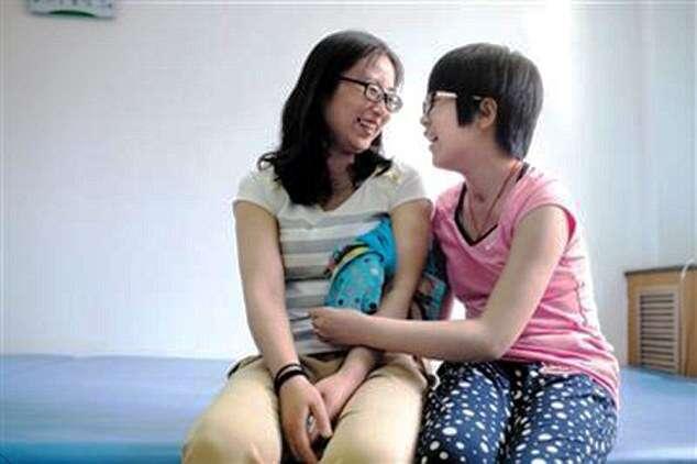 Menina de 10 anos sai do coma após mãe cantar a música Gangnam Style