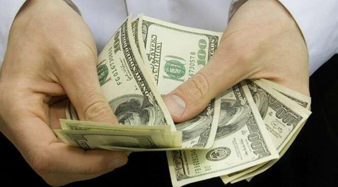 Funcionárias de agência bancária se contaminam com doença sexualmente transmissível ao contarem dinheiro