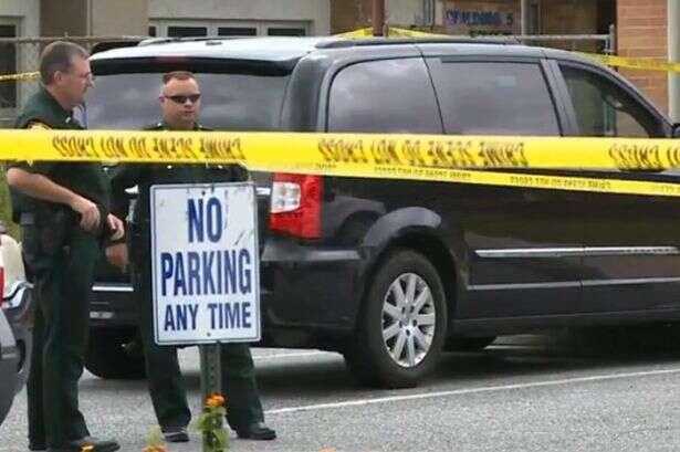Bebê morre após ser esquecido pela mãe dentro de carro durante todo o dia