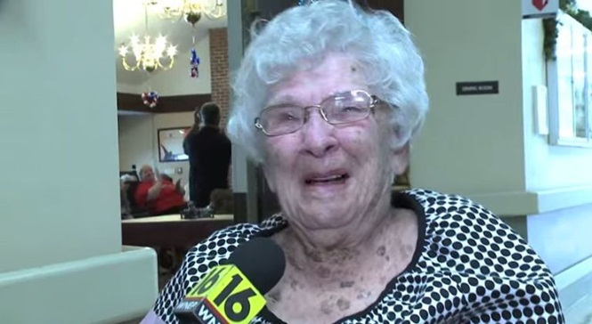 Idosa de 100 anos afirma que segredo para longevidade é tomar muita bebida alcoólica