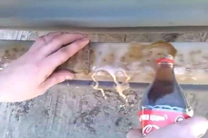 Vídeo mostrando Coca-Cola tirando ferrugem de para-choque de carro velho repercute na web