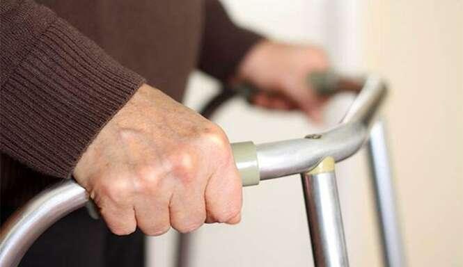 Homem muda de casa diversas vezes em tentativa de fazer idosa de 72 anos parar de assediá-lo