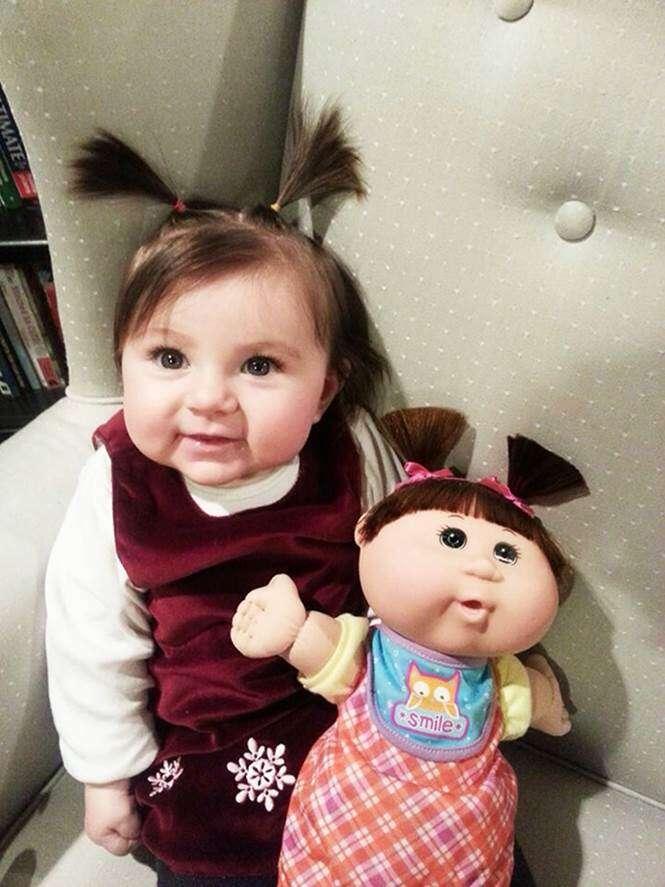 Crianças parecidas com seus brinquedos