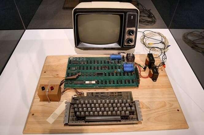 Idosa joga fora computador Apple 1 e centro de reciclagem a procura para dividir valor avaliado em 640 mil reais