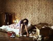 Dormir em quarto desarrumado prejudica sono e leva a estresse, afirma estudo