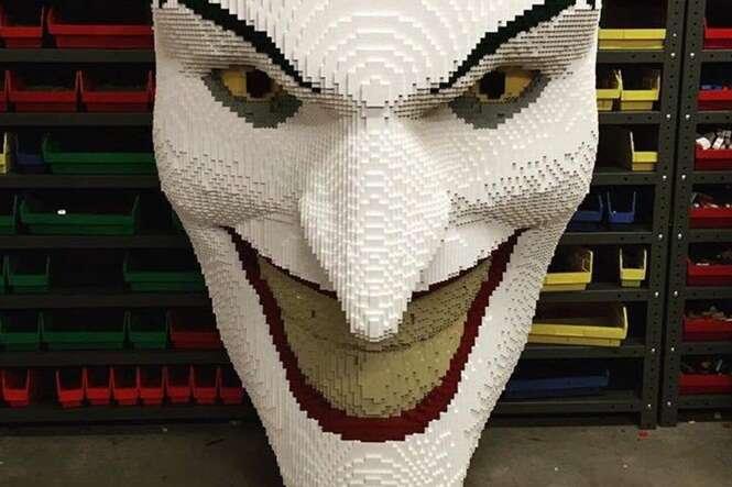 Adulto apaixonado por blocos de montar mostra como se deve brincar de LEGO