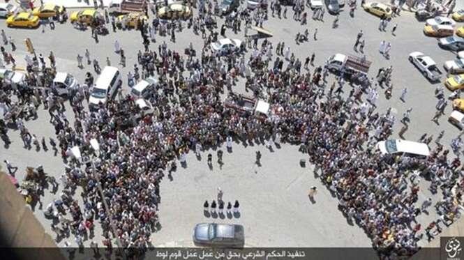Grupo terrorista mata homossexual o jogando de prédio
