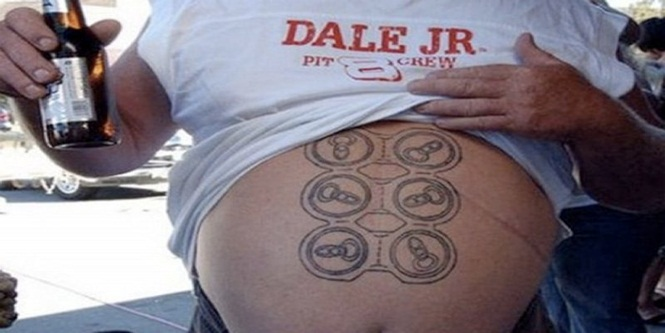 Tatuagens chocantes - e divertidas - feitas por alguns malucos