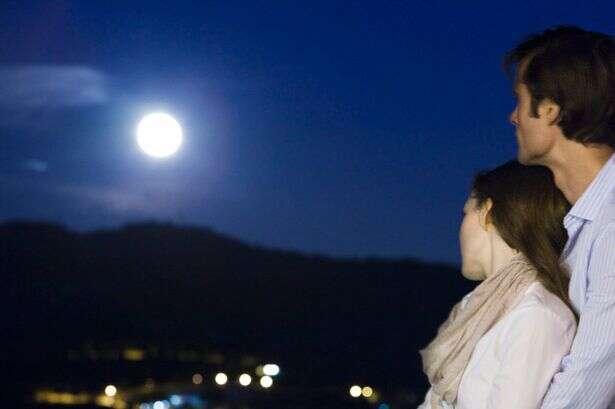 Fenômeno Lua Azul acontecerá hoje e poderá ser vista a olho nu