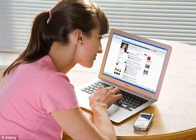 Casais que postam no Facebook muitas fotos juntos, são mais propensos a continuarem unidos