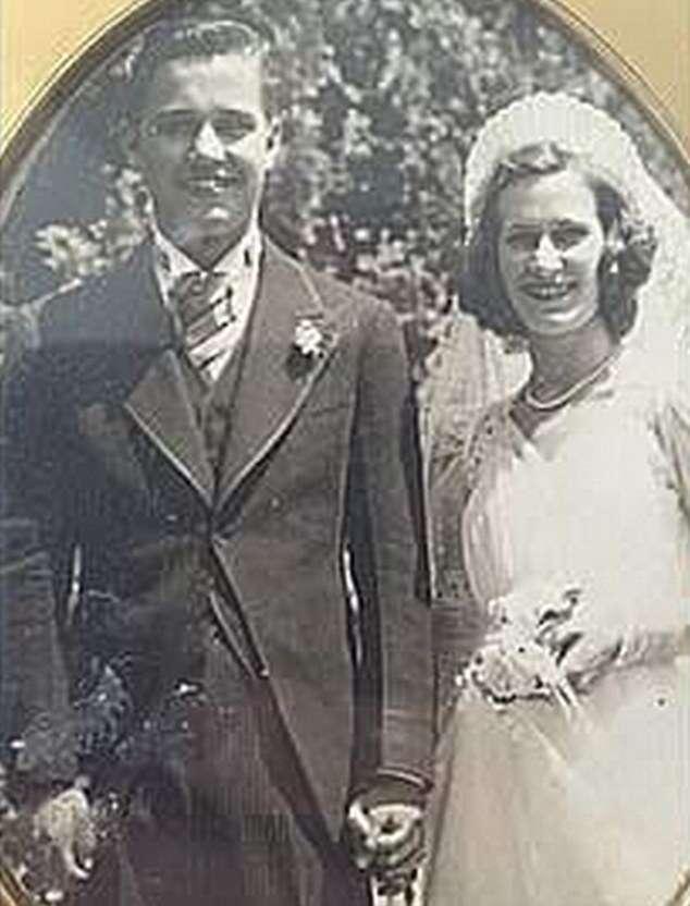Casados morrem de mãos dadas