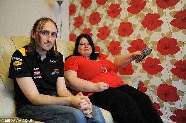 Mulher mais ciumenta do mundo compra três consoles de Xbox usando benefícios do governo para manter marido em casa