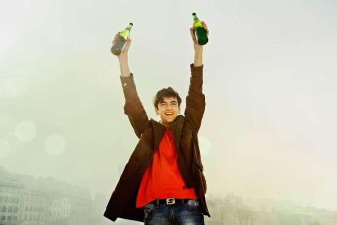 De acordo com estudo, beber 1 litro de cerveja por dia ajuda a evitar idas ao médico