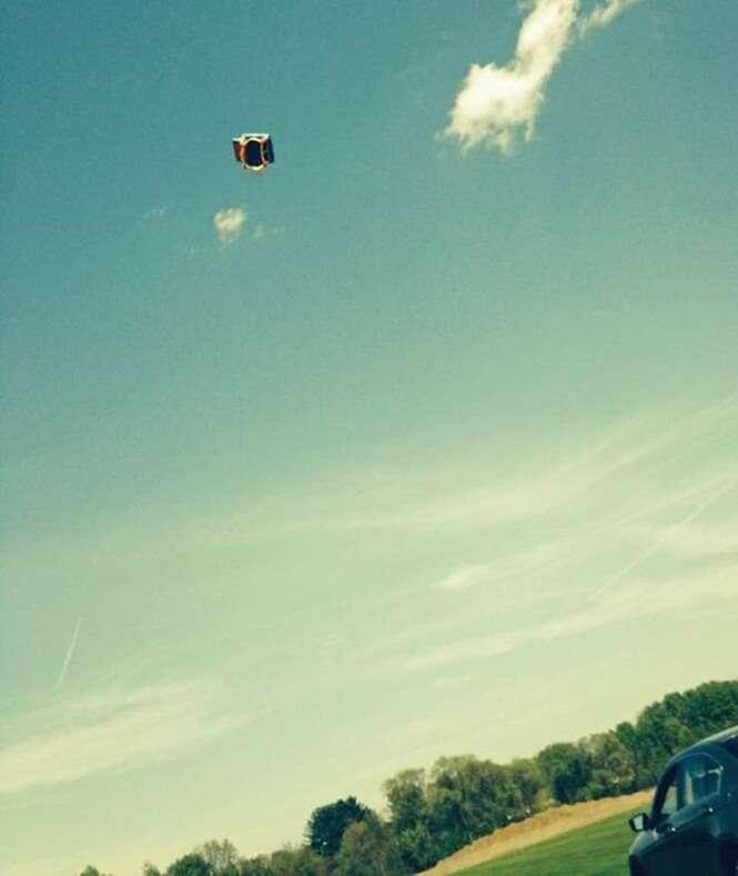 Crianças morrem em festa de aniversário após castelo inflável voar e derrubá-las