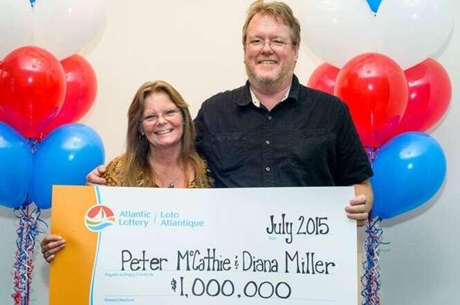 Um homem conseguiu ser atingindo por um raio e ganhar na loteria, o que é mais difícil?