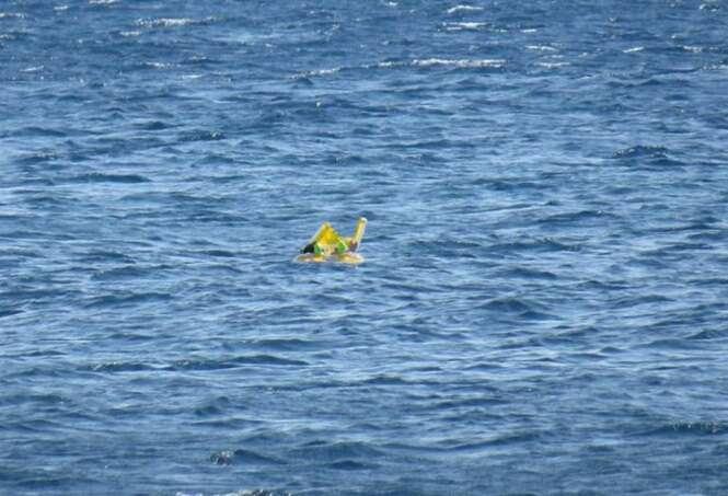 Bebê é encontrado boiando quase 1 quilômetro da praia