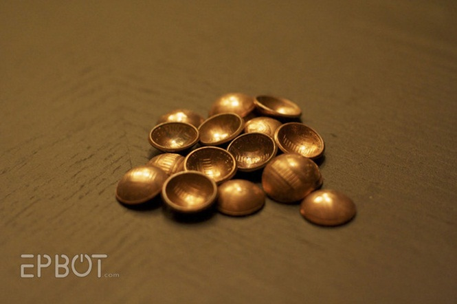 Objetos artesanais criados com moedas