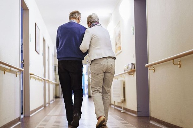 Idosa de 92 anos foge de casa de repouso da Noruega para viver com namorado