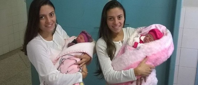 Gêmeas idênticas dão à luz na mesma maternidade