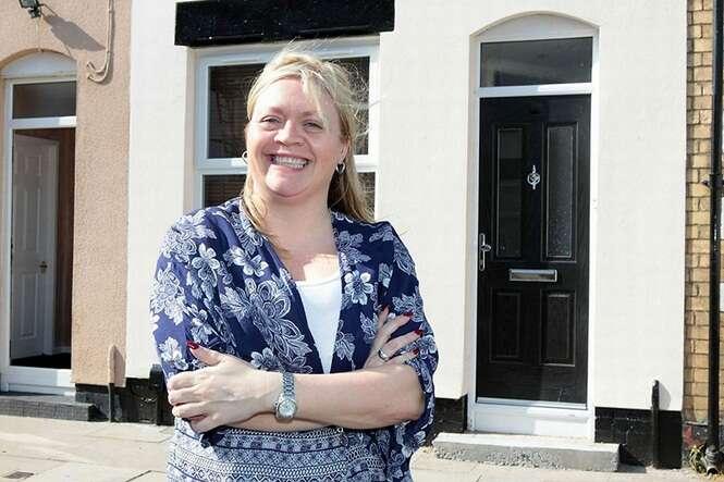 Mulher compra casa por menos de 5 reais e residência sofre uma incrível transformação