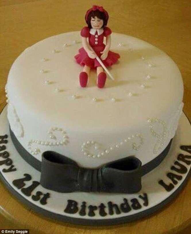 Corretor ortográfico de celular faz encomenda de bolo de boneca loira ser trocada por outro com menina cega