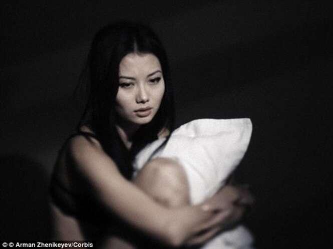 Mulheres que colocam silicone nos seios são três vezes mais propensas a cometerem suicídio