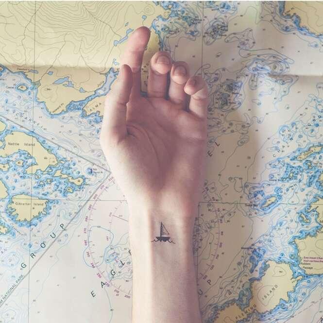Tatuagens minúsculas harmonizam com o ambiente