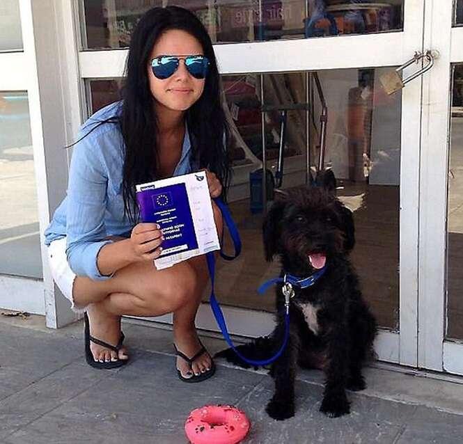 Mulher adota cadela de rua após animal salvá-la de pervertidos